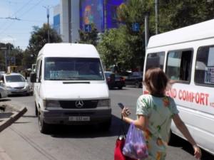 ビシケクからカザフ国境ミニバス始発バス停19年6月