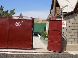 ボコンバエバ ゲストハウス入口 19年8月
